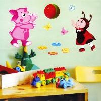 Стены в детской комнате.